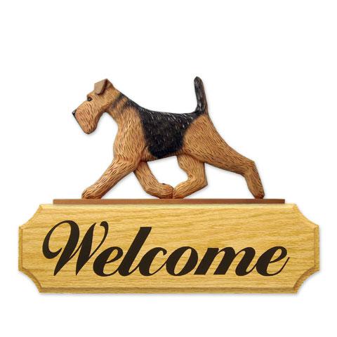 【送料無料】ウェルカムサイン 【エアデールテリア】from USA (犬グッズ ウェルカムボード オーナーグッズ 玄関 開店祝い 犬雑貨 インテリア 看板 玄関グッズ セキュリティーグッズ) オークのボードに樹脂製のドアトッパーを載せたウェルカムサインです。