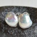 メタリック バロック ホワイト 淡水真珠 ピアス イヤリング ナチュラル感あるケシバロックに浮かぶ虹色!