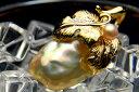 メタリックな輝きのバロック真珠 色彩の豊かさが魅力の 淡水真珠ペンダントトップ