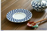 雅丽达冶时尚的蓝色瓷瓷锅我(INABE斗士征收)花纹飞碟[有田焼 伊鍋青冶 (INABE SEIYA Collection)市松 受皿 J-19]