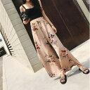フラワーパターン サイドスリット ワイド ストレート パンツ ストレートパンツ フェミニン カジュアル 涼し気 大人可愛くスタイル 可愛い かわいい 素敵 ゆったり ウエストゴム ロング丈 お出掛け お買い物 女子会
