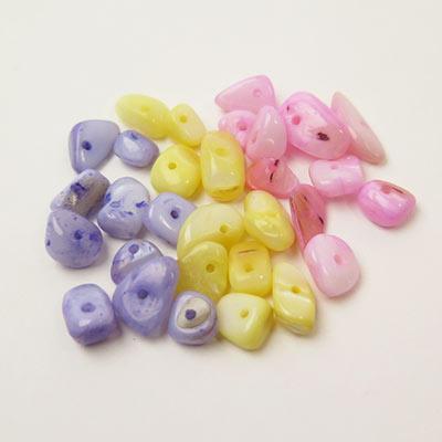 【アクセサリーパーツ】シェルのさざれ石10個セットハンドメイド/DIY金具材料