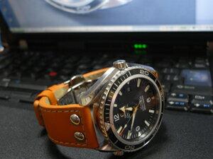 時計ベルトをモレラートのアンコラに交換したオメガ シーマスタープラネットオーシャン45.5