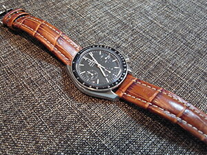 時計ベルトをモレラートのプラスに交換したオメガ スピードマスター