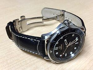 時計ベルトをモレラートのグットゥーゾに交換したオメガ シーマスター 300M