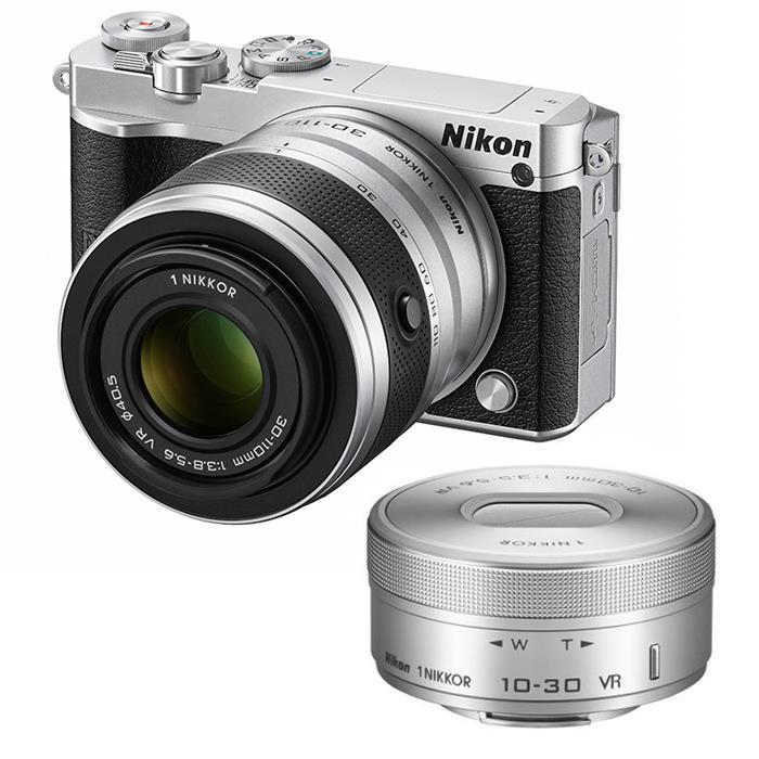 《新品》 Nikon(ニコン) Nikon 1 J5 ダブルズームレンズキット シルバー【Sandisk microSDHCUHS-I8GBプレゼント】[ ミラーレス一眼カメラ | デジタル一眼カメラ | デジタルカメラ ]※お一人様1点限り 【1000円以上ご購入で送料無料!・代引き手数料無料!】