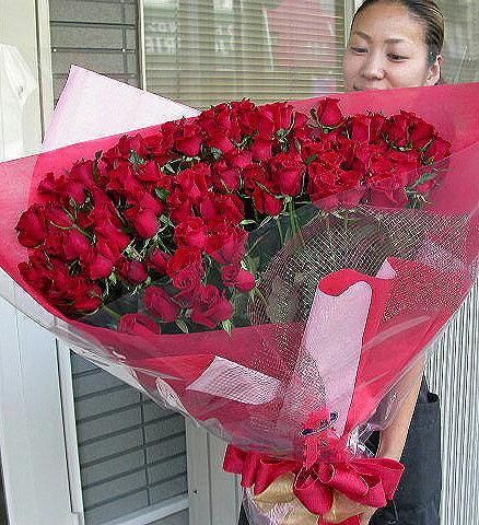 赤いバラの花束 100本 生花 バラの花束 赤いバラ 送料無料 予約 誕生日祝い 還暦祝い 還暦祝いお母さん 還暦祝いお父さん 結婚祝い 開店祝い 発表会 母の日 女性に人気 バラの花束/赤いバラは華やかで、豪華!フラワーギフト人気NO.1のバラで、豪華なばらの花束を。
