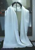 結婚式のゲストドレスに向いています 生成りシルクの無地ロングスカーフ35cm×150cmホワイトしっとり柔らかなシルクサテンを使いましたタグを付けていませんので、草木染めにも使用で