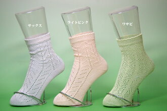 Crochet lace Silk Socks. Silk 40% cotton 20% nylon 40% with a sturdy spring summer socks. Silk Goodnight and room slippers unisex silk blend socks. Made in China. Ladies 22-24 cm size / socks