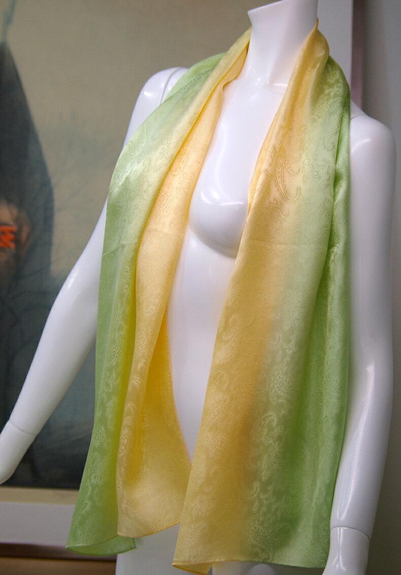 【登録商標・丹後ちりめん】シルクサテン大判ロングスカーフ。友禅手ぼかし染色品。丹後シルク100%,45cmx150cmギフトケースに入れてお届けします。カラー:レタスグリーンからメロンイエローへのぼかし自社工場製織絹生地/日本製/ギフト包装無料