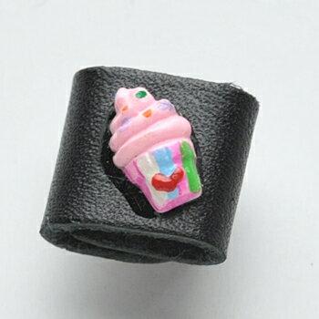 【同梱専用】カメラピアス カップアイスクリームピンク 黒レザー 【ネコポスOK/送料250円】