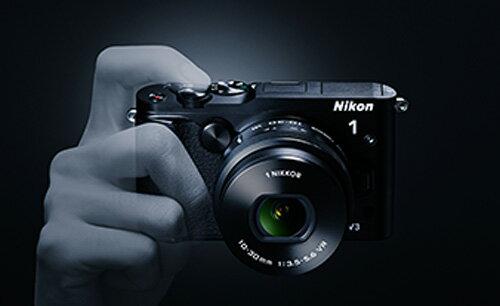 Nikon1 V3 標準パワーズームレンズキット『即納〜3営業日後の発送予定』ニコンデジタルミラーレス一眼 Nikon1 V3ブラック + 1NIKKOR VR 10-30mm f/3.5-5.6 PD-ZOOM標準ズームレンズ]【smtb-TK】