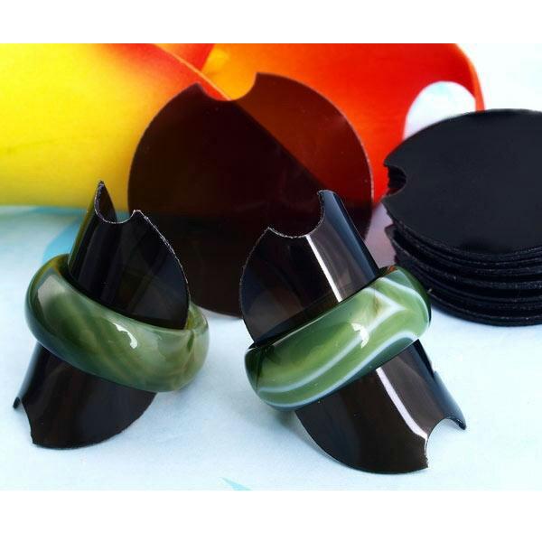 ソフトリングスタンド ブラック 黒色 1個 指輪 ディスプレイ アクリル シリコン 樹脂 やわらかい 激安 店舗用にも 透明 撮影用 指輪たて リング立て ショップ 業者 プラスティック プラスチック ばら売り ばらうり インテリア 写真用 プロ 業者 卸 ショーケース ガラス 号