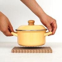ドット穴の開いた木製の鍋敷きメープル・ウォールナット