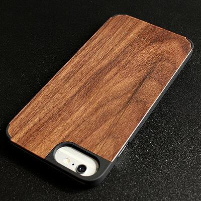 手元にて木の安らぎをカジュアルに感じるiPhone6 Plusケース