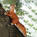 ガーデンオブジェ 大きな尻尾のリスさん 木登り (左向き)
