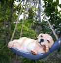 ガーデンオブジェ 吊り下げオーナメント ブランコで寝る森の動物 カントリー風 (犬)