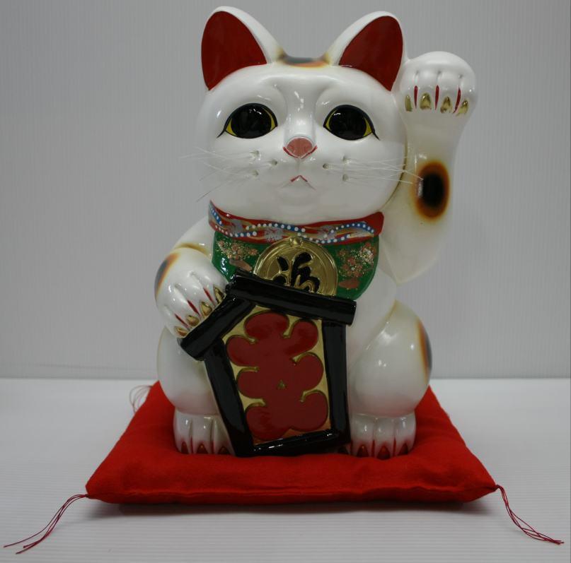 10号招き猫大入り白左手(座布団付)【楽ギフ_包装】【楽ギフ_のし宛書】
