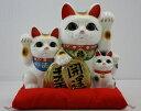 10号開運三匹猫白(左手)(座布団付)【楽ギフ_包装】【楽ギフ_のし宛書】