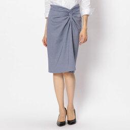 【ナラカミーチェ公式通販】フロントにクロスディテールを施して、アシンメトリーなデザインに仕上げた膝丈スカート。