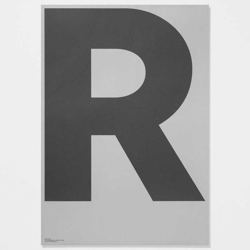 R ビッグアルファベットポスター モノクロ Playtype プレイタイプ 北欧 デンマーク
