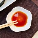 小皿 おしゃれ 醤油皿 白磁 (花形 7.1cm)【洋食器 かわいい 豆皿 レンジOK 白い 桜 カフェ 薬味 強化磁器 訳あり アウトレット 業務用 普段使い 無地】