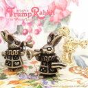 """楽天ファッションアクセサリー ノア【メール便可】【1個入り】K16ゴールド&金古美★アクセサリー作製に☆トランプをふいているうさぎのチャーム♪""""Trump Rabbit""""【うさぎ】【ラビット】【動物】【アニマル】【可愛い】オリジナルデザイン/ハンドメイド"""