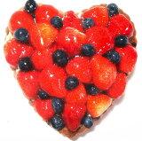 草莓和蓝莓馅饼心[ハート型のいちごとブルーベリーのタルト バースデーケーキ、記念日ケーキ用に! 記念日 ☆ 【バースデイケーキ】]