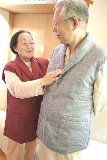 -60Th birthday celebration in red sleeveless coat giveaway! Practical vest! Light and injuries of the shoulder, was ダウンルーム best