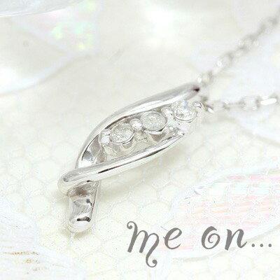 【me on...】送料無料高級感のあるウェーブライン。K18ホワイトゴールド3連ダイヤモンドネックレス なめらかな曲線に包み込まれていくようなダイヤモンドの輝き