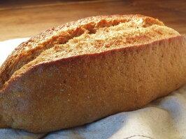 天然酵母と国産小麦の全粒粉100%のドイツパン充実の食事パン