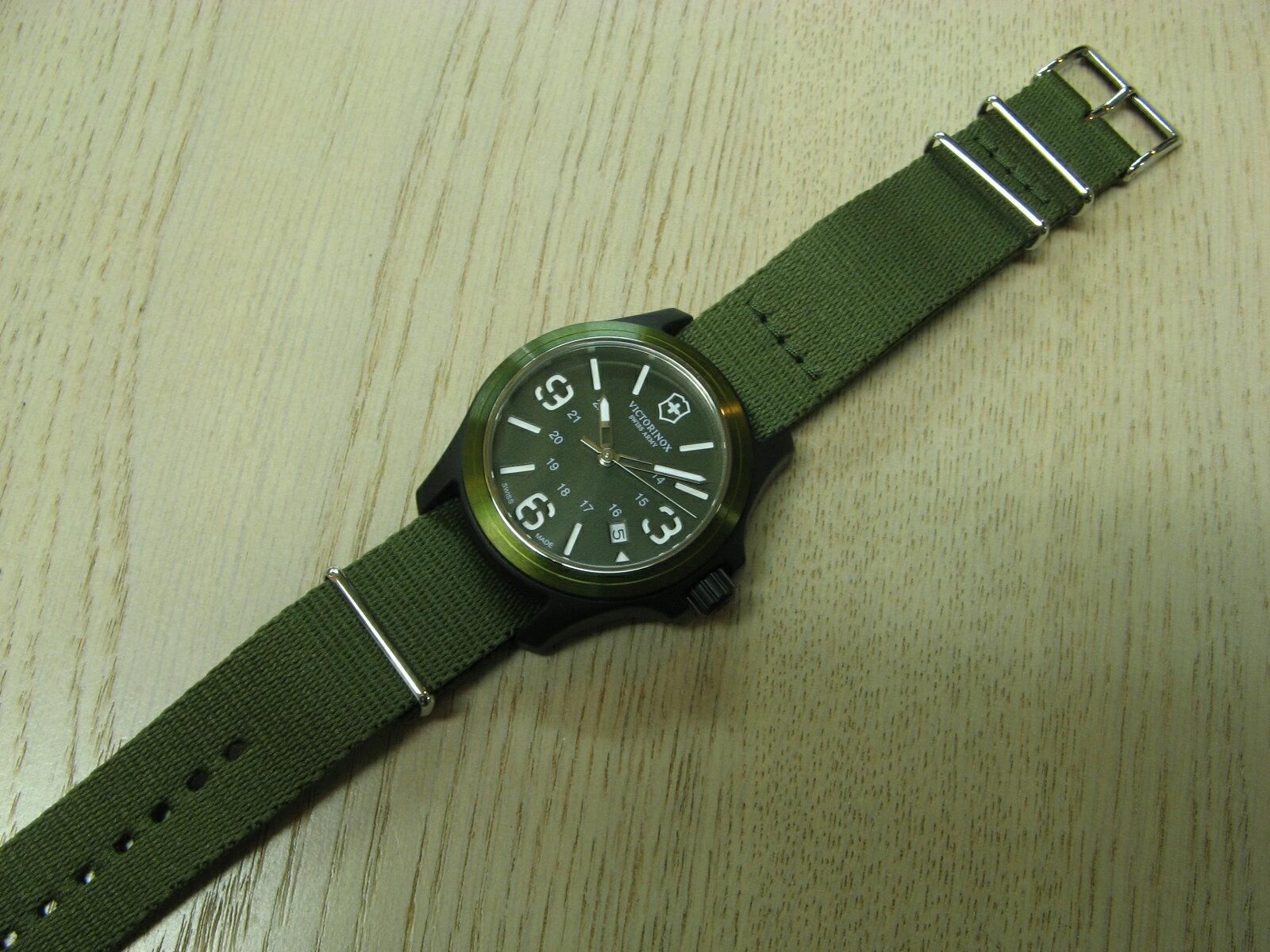 VICTORINOX SWISS ARMY khaki green quartz
