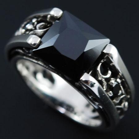 スタイリッシュなデザインに光り輝く大粒ブラックジルコニア☆CZデザインリング