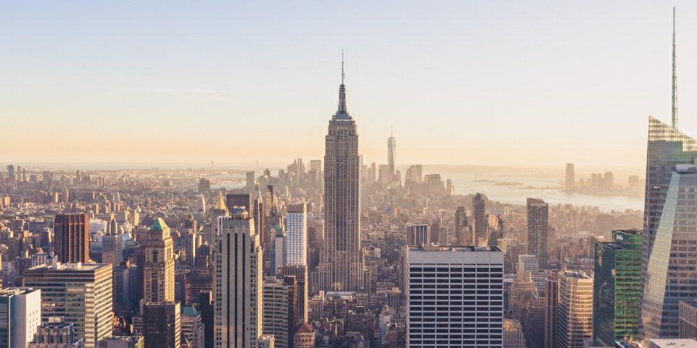 絵画風 壁紙ポスター (はがせるシール式) ニューヨーク エンパヤーステートビル パノラマ風景 マンハッタン USA キャラクロ NYK-007S1 (1152mm×576mm) 建築用壁紙+耐候性塗料 インテリア