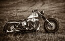 絵画風 壁紙ポスター (はがせるシール式) ハーレー ダビッドソン FXS ローライダー カスタム ショベルヘッド 1970年代 バイク セピア キャラクロ HDFX-002W2 (ワイド版 603mm×376mm) 建築用壁紙+耐候性塗料 インテリア