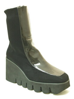 2275 thick-soled boots black (enamel)