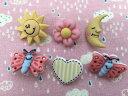 【輸入ボタン】Buttons Galore ボタン 6個セットBazooples(Sunny Day )お日様/お月様/お花/ハート/蝶々