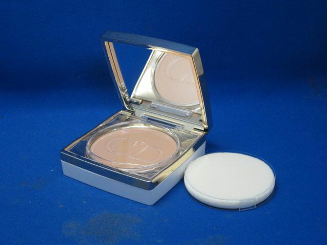 30 Christian Dior prestige white collection satin UV compact BB
