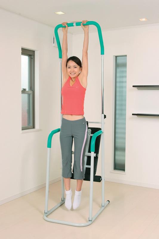 【送料無料】1台2役!ベンチシート付ぶらさがり健康器 テレビを見ながらぶら下がるだけ。気が向いたらベンチシートで、腹筋運動をすれば、健康度はさらにアップ!