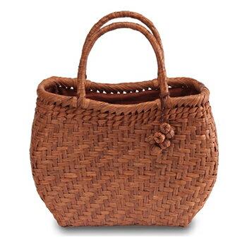 《伝統的な網代編みの風合いを活かした》山葡萄籠工房 山ぶどうかごバッグBK-10Y 網代編 Mサイズ 飾細工付