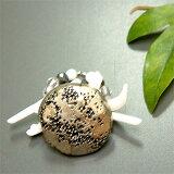 シルバーカラーの大振りヴィンテージボタンと白枝珊瑚のリング
