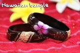 プルメリア模様が可愛くハワイアンな雰囲気です♪細めなので重ね着けにもお勧めのブレスです。エスニック&ハワイアン細バングル【メール便160】細めのバングルだから重ね着けもお勧めです!