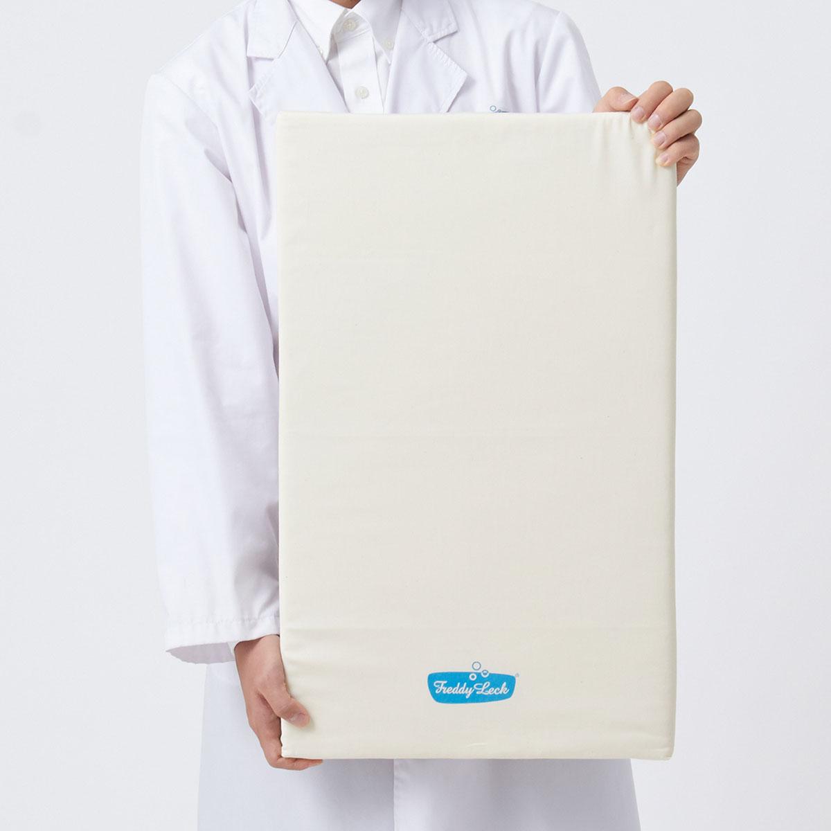 裏面に壁紙のデザインを使用。インテリアにもなるアイロンボード。