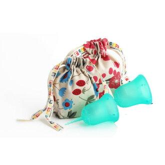 斯昆杯 W 包 () 保存共用有用,朋友,買了兩個。 在生理活動順利進行。 便於使用的衛生棉條或在第三新衛生巾衛生用品日本婦女的月經杯顏色︰ 和諧 (Aqua)