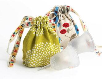 斯昆杯 W 包 () 保存共用有用,朋友,買了兩個。 在生理活動順利進行。 便於使用的衛生棉條或在第三新衛生巾衛生用品日本婦女的月經杯顏色︰ 清晰 (無色)