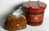 伊達政宗が愛した寒仕込み天然醸造味噌の造りを今も守り続けています。谷風味噌3Kg赤樽(漉味噌)