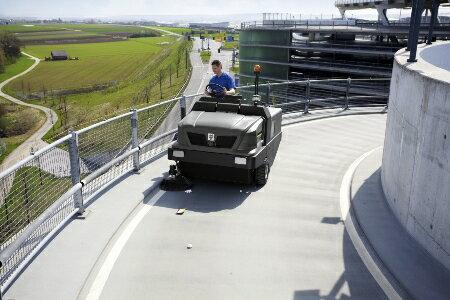 ケルヒャーKM 150/500 R D優れた耐久性と高い清掃能力を誇るケルヒャーの業務用インダストリアルスイーパー《ケルヒャー正規代理店》