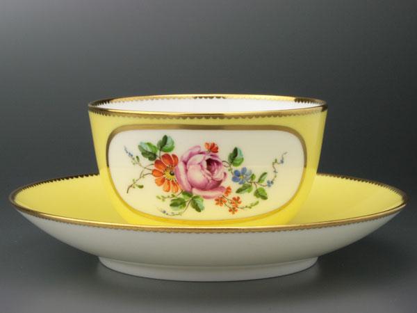 セーブルティーカップ彩色地花紋様J1超希少洋食器...の商品画像