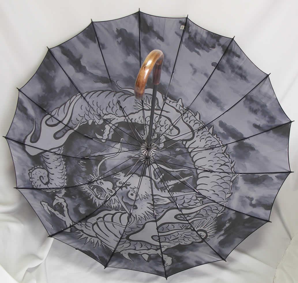 遊び心のわかる大人の逸品!「紳士用傘 カーボン16本骨 一枚張り 龍・ドラゴン 手元エゴ」 【送料無料】