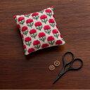 刺繍 キット COSMO(ルシアン) 地刺しキット 四角いピンクッション 赤いアザミの花 【メール便可】